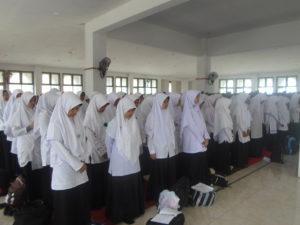 pelatihan Himne Al-Amien dan Mars IDIA yang diselenggarakan di Lantai III Gedung Rektorat IDIA Prenduan