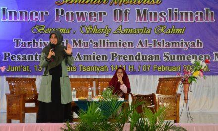 Pesan Sherly Annavita Rahmy Saat Mengisi Seminar di Al-Amien Prenduan