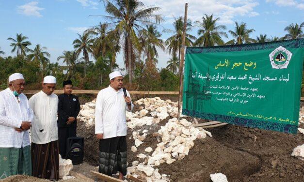 Peletakkan Batu Pertama Pembangunan Masjid IDIA Putri oleh Pimpinan dan Pengasuh Pondok Pesantren Al-Amien Prenduan